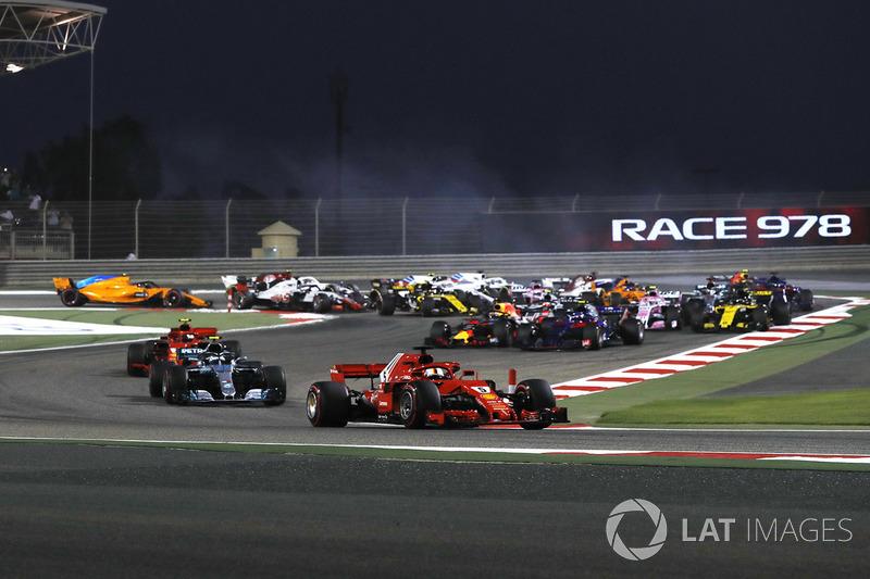 Старт гонки: лидирует Себастьян Феттель, Ferrari SF-71H