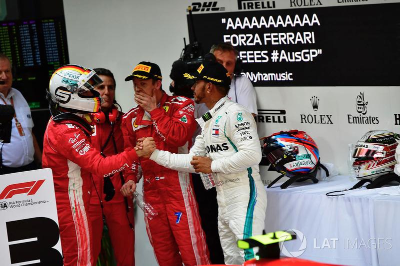 Sebastian Vettel, Ferrari et Lewis Hamilton, Mercedes-AMG F1 dans le Parc Fermé
