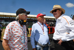 Mansour Ojjeh, McLaren, Niki Lauda, Mercedes AMG F1 Non-Executive Chairman and Michael Douglas, on the grid