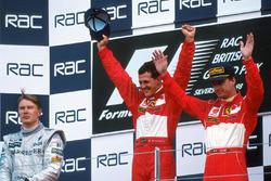 Podium: race winnaar Michael Schumacher, Ferrari, tweede Mika Hakkinen, McLaren, derde Eddie Irvine, Ferrari