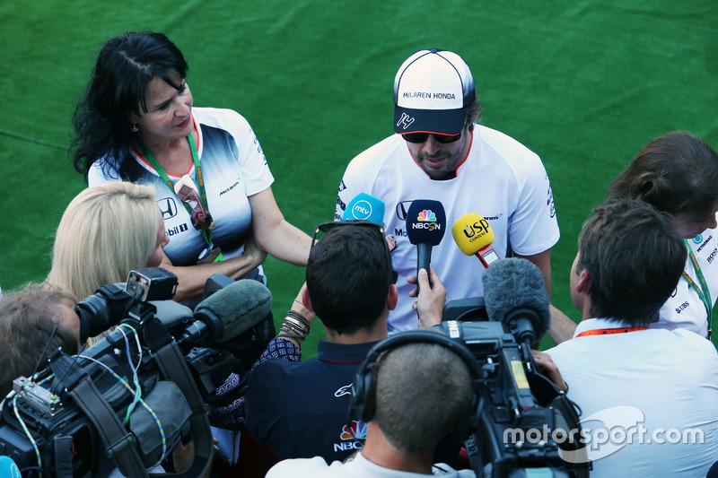Fernando Alonso, McLaren con i media