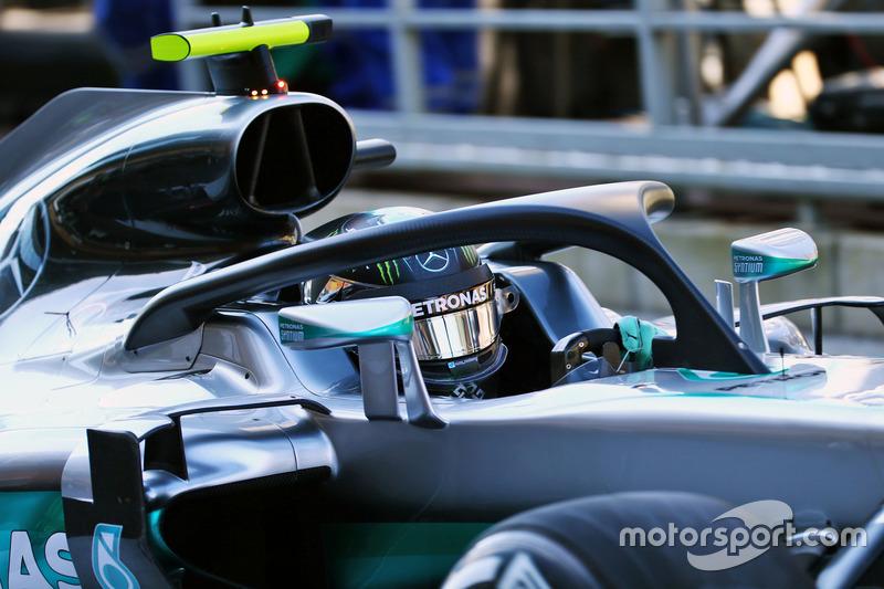 Нико Росберг, Mercedes AMG F1 W07 Hybrid с системой зашиты головы