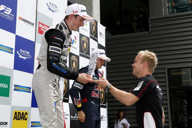 Rookie podium, Joel Eriksson, Motopark, Dallara F312 - Volkswagen getting the trophy of Felix Rosenqvist, 2015 FIA F3 European Championship Winner,