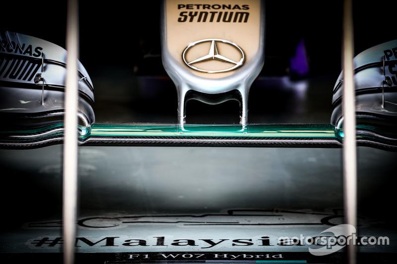Mercedes F1 W07 Hybrid: Frontflügel