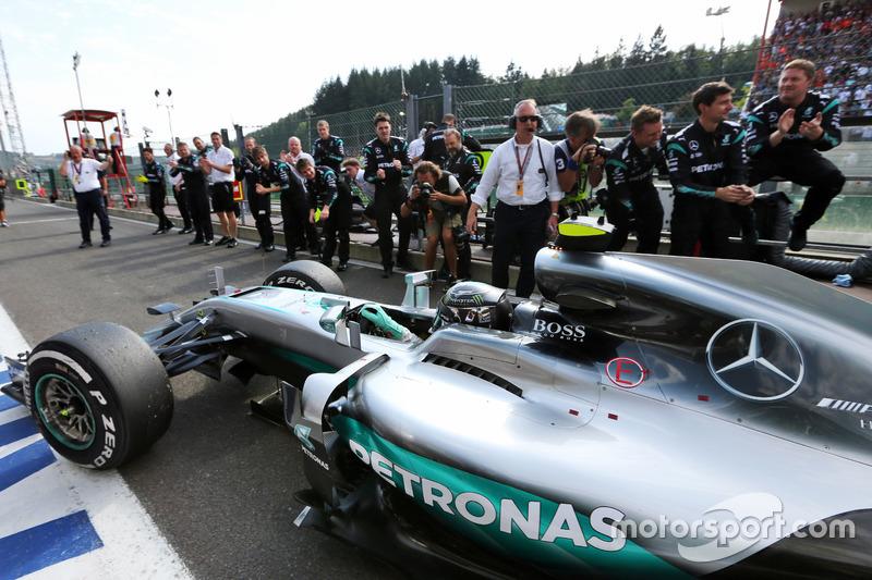 Race winner Nico Rosberg, Mercedes AMG F1 W07 Hybrid enters parc ferme