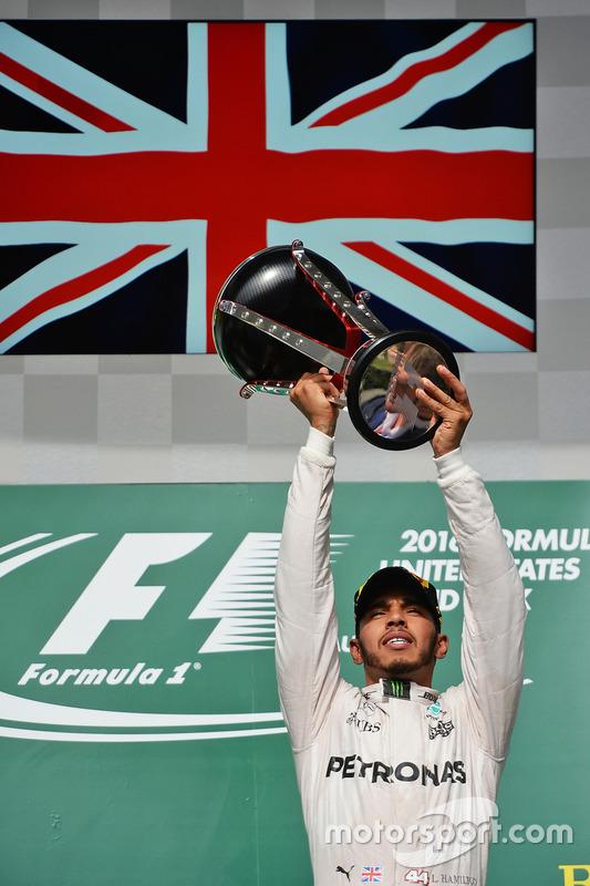 Race winner Lewis Hamilton, Mercedes AMG F1 celebrates on the podium