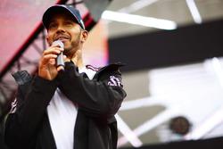 Lewis Hamilton, Mercedes AMG F1, en el escenario