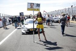 Grid girl van Mike Rockenfeller, Audi Sport Team Phoenix