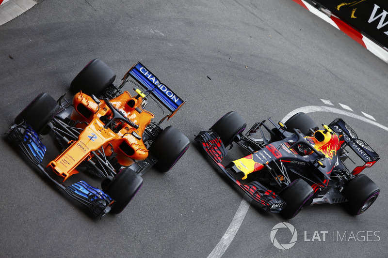 Стоффель Вандорн, McLaren MCL33, и Макс Ферстаппен, Red Bull Racing RB14