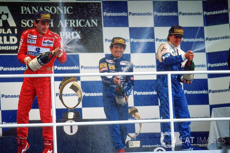 Подіум: переможець Ален Прост (Williams Renault), другий призер Айртон Сенна (McLaren Ford), третій призер Марк Бланделл (Ligier Renault)