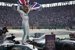 2017 World Champion Lewis Hamilton, Mercedes AMG F1