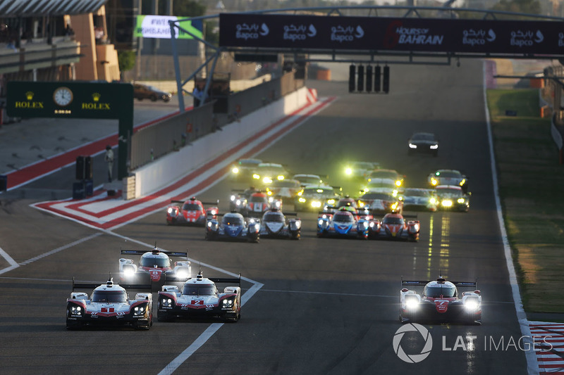 Start, #1 Porsche Team Porsche 919 Hybrid: Neel Jani, Andre Lotterer, Nick Tandy leads