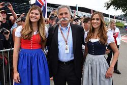 Chase Carey, Director Ejecutivo y Presidente Ejecutivo de Formula One Group y las chicas