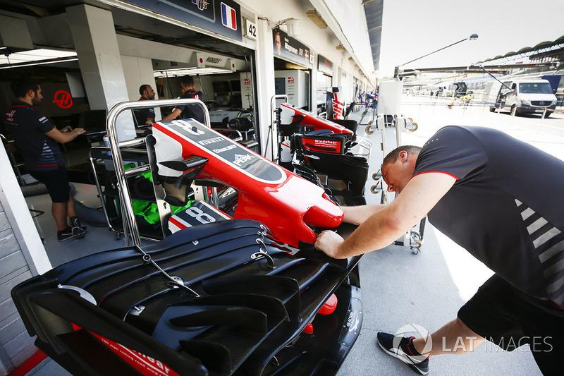 Sayap depan Haas F1 Team