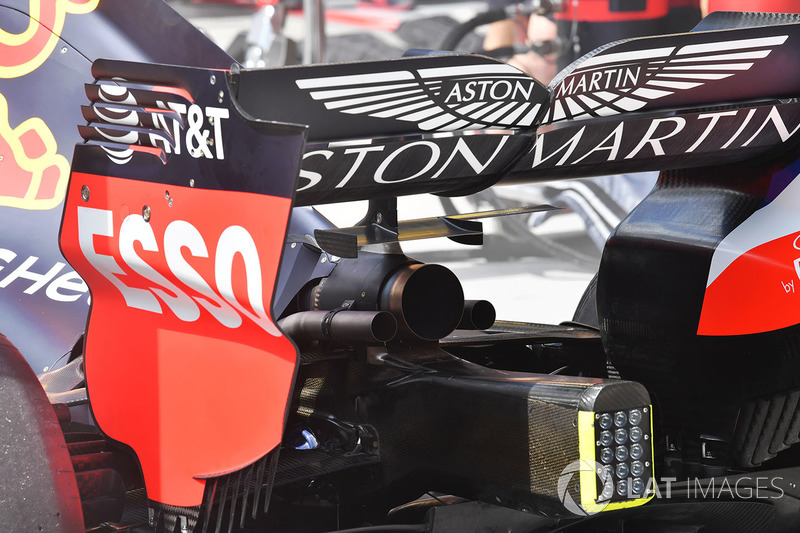 Red Bull Racing RB14 rear wing and exhaust