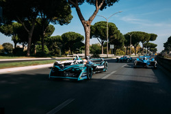 Nelson Piquet Jr., Jaguar Racing, Lucas di Grassi, Audi Sport ABT Schaeffler y Sébastien Buemi, Renault e.Dams leads Luca Filippi, NIO Formula E Team