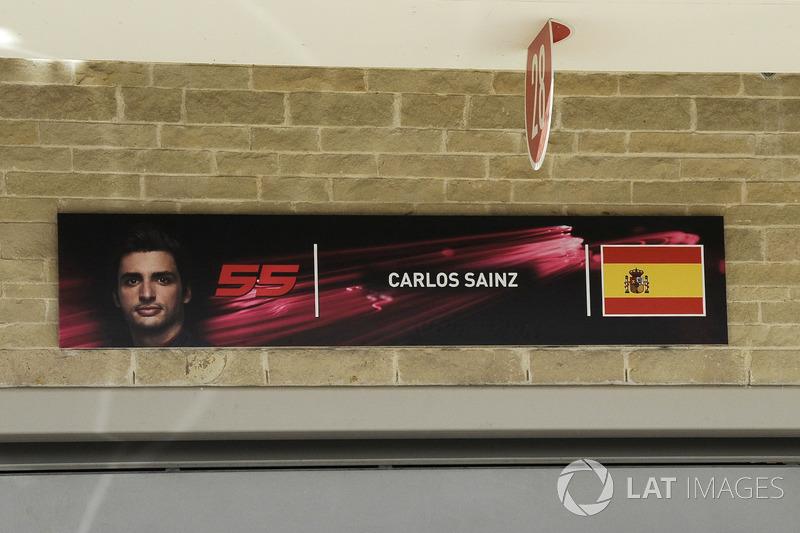 Надпис Карлос Сайнс-мол., Renault Sport F1 Team