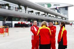Des membres de Ferrari et DHL