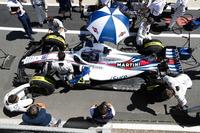 Lance Stroll, Williams FW41, dans la voie des stands avant le départ
