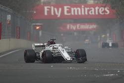 Marcus Ericsson, Sauber C37 ilk turda kırık ön kanat ile