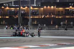 Sebastian Vettel, Red Bull Racing RB8 detenido en el circuito