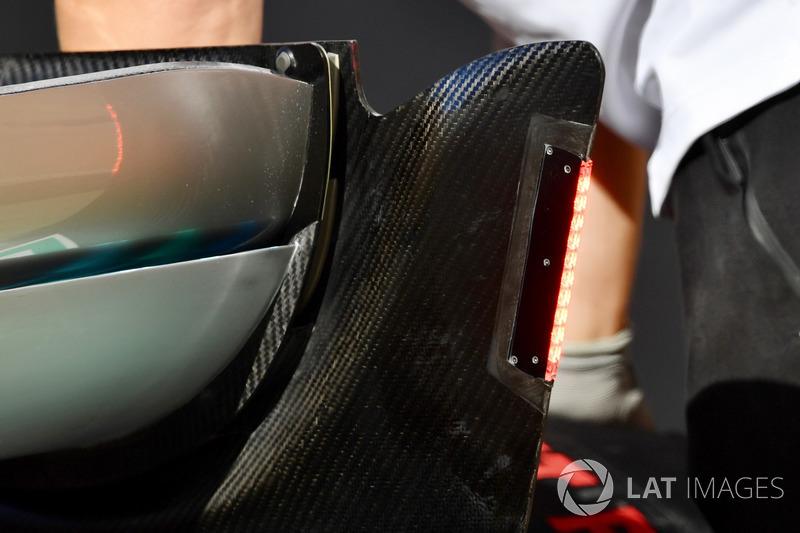 Mercedes-AMG F1 W09 arka kanat ışığı detayı