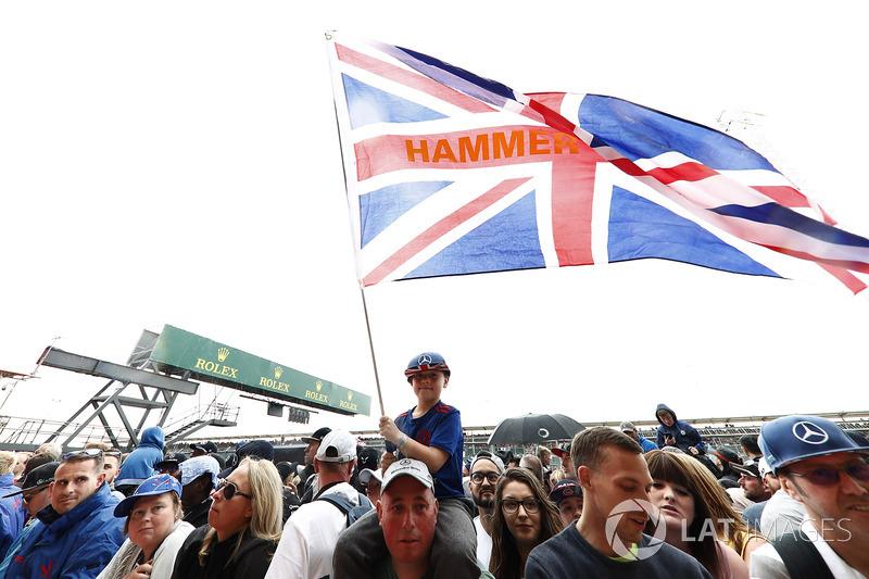 Junger Fan von Lewis Hamilton