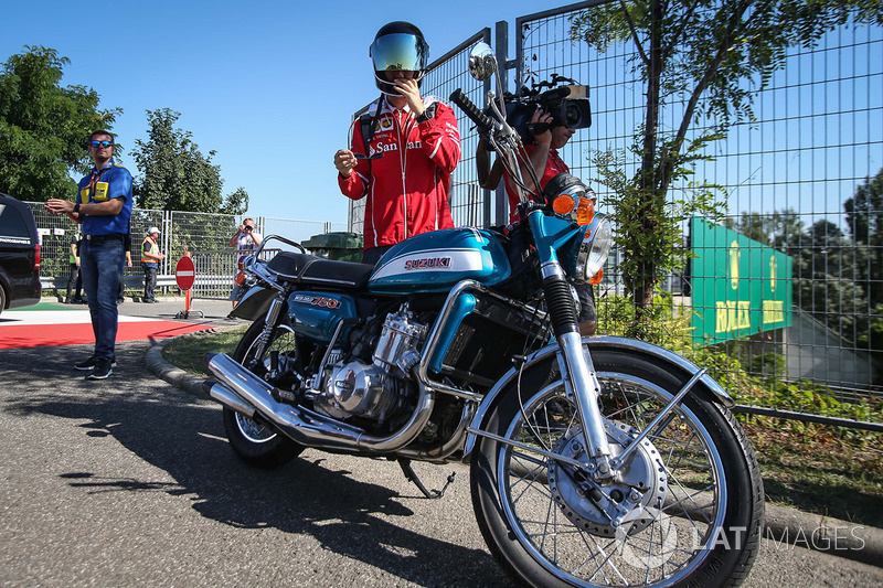 دراجة سيباستيان فيتيل، فيراري