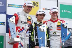 Podio: Ganador de la carrera Lando Norris, Carlin, Dallara F317 - Volkswagen, segundo lugar Jake Dennis, Carlin, Dallara F317 - Volkswagen; tercer lugar Maximiliano Günther, Prema Powerteam, Dallara F317 - Mercedes-Benz