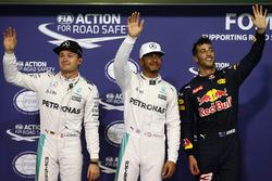 Ganador de la pole Lewis Hamilton, Mercedes AMG F1, segundo Nico Rosberg, Mercedes AMG F1, tercero D