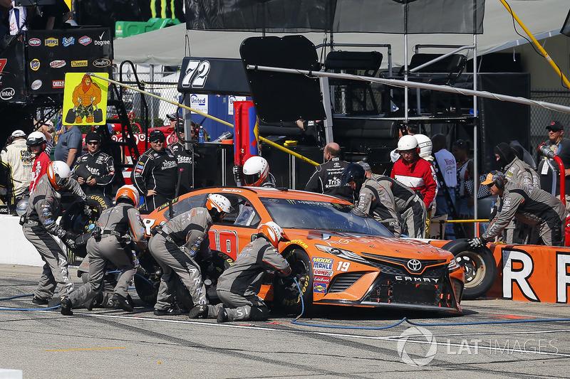 Daniel Suárez, Joe Gibbs Racing Toyota, Jamie McMurray, Chip Ganassi Racing Chevrolet