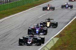 Kevin Magnussen, Haas F1 Team VF-17, Daniil Kvyat, Scuderia Toro Rosso STR12, Nico Hulkenberg, Renault Sport F1 Team RS17