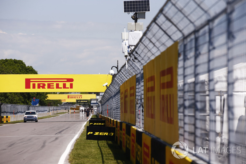 Pirelli-Werbung entlang der Sart-Zielgerade