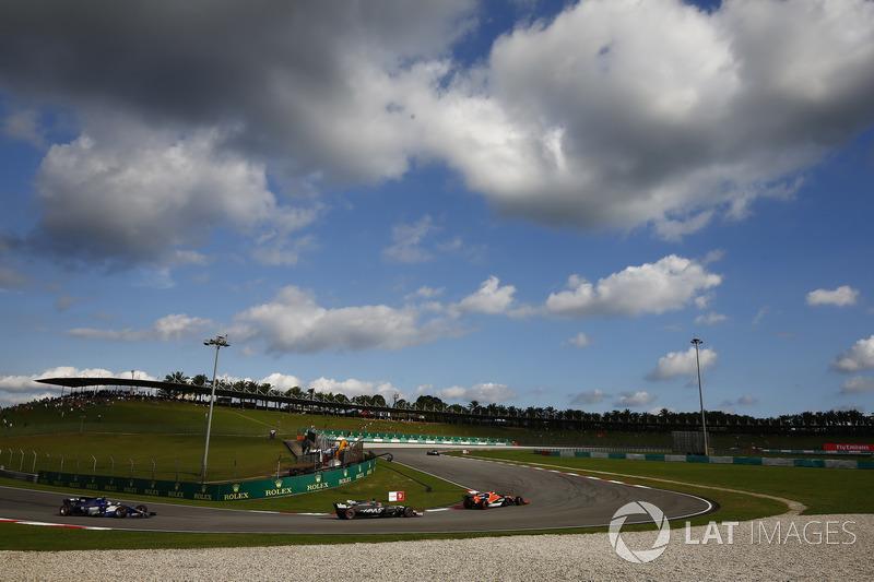 Stoffel Vandoorne, McLaren MCL32, Romain Grosjean, Haas F1 Team VF-17, Pascal Wehrlein, Sauber C36