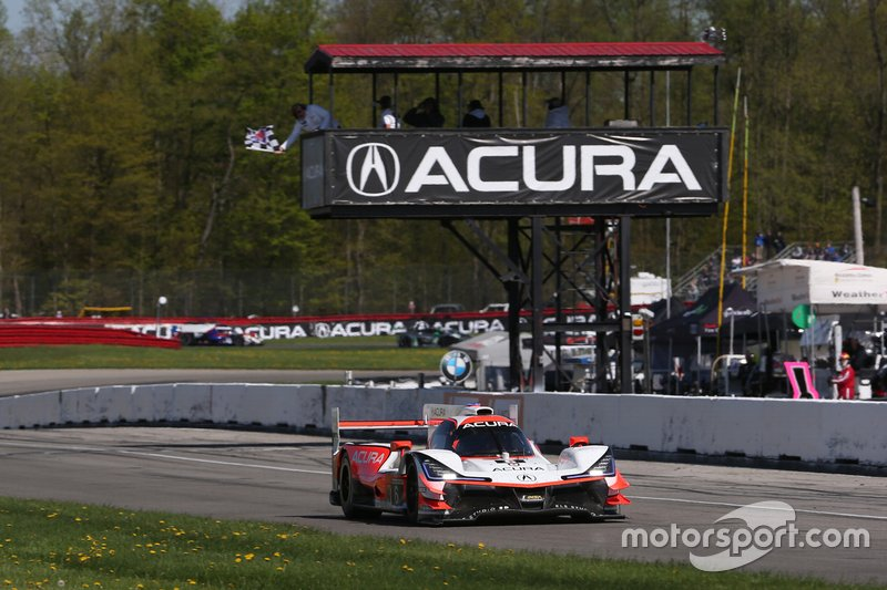 #6 Acura Team Penske Acura DPi, DPi: Juan Pablo Montoya, Dane Cameron taking the checker flag