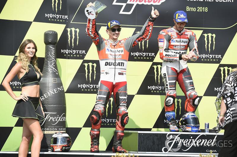 Подіум: друге місце Хорхе Лоренсо, переможець гонки Андреа Довіціозо, Ducati Team
