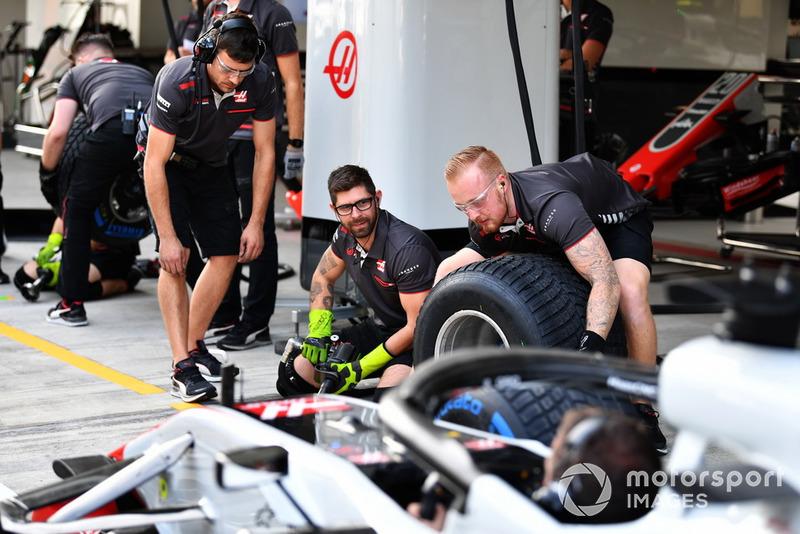 Haas F1 тренує піт-стопи