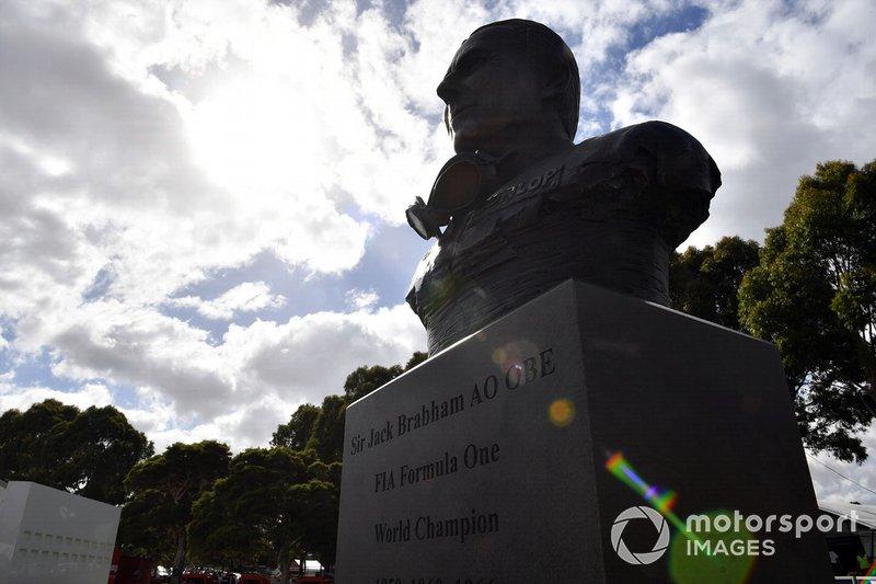 Sir Jack Brabham heykeli