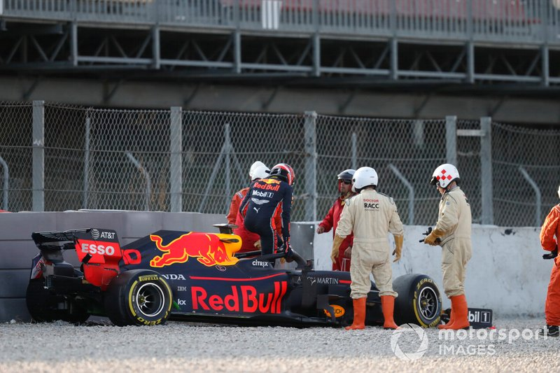 Pierre Gasly, Red Bull Racing RB15, dans les graviers après sa sortie de piste