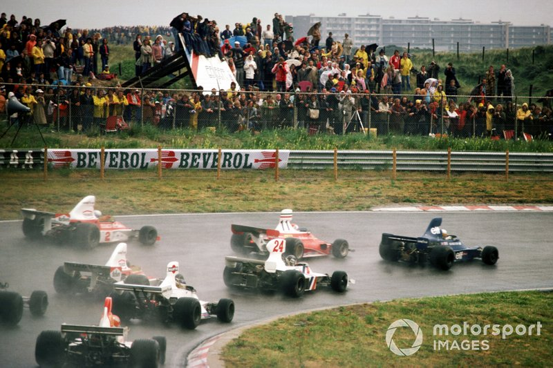 Jody Scheckter, Tyrrell 007 leads at the start