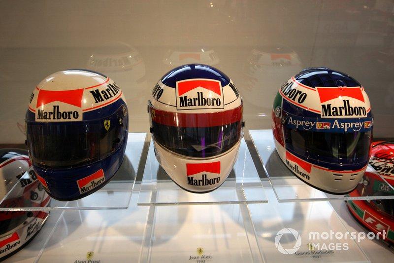 Cascos de Alain Prost, Jean Alesi, y Gianni Morbidelli cuando estaban en Ferrari