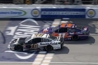 Aric Almirola, Stewart-Haas Racing, Ford Fusion Smithfield Denny Hamlin, Joe Gibbs Racing, Toyota Camry FedEx Office