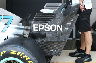 Vue détaillée de l'aileron arrière de la Mercedes AMG F1 W09