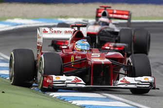 Fernando Alonso, Ferrari F2012 leads Jenson Button, McLaren MP4-27 Mercedes
