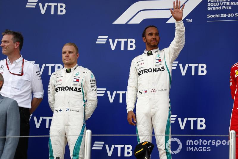 Il vincitore della gara Lewis Hamilton, Mercedes AMG F1, il secondo classificato Bottas, Mercedes AMG F1, e James Allison, Direttore tecnico, Mercedes AMG, sul podio