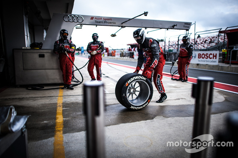 Meccanici Audi Sport Team Phoenix