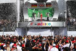 Primer lugar Lewis Hamilton, Mercedes AMG F1 W07 , segundo lugar Nico Rosberg, Mercedes AMG Petronas