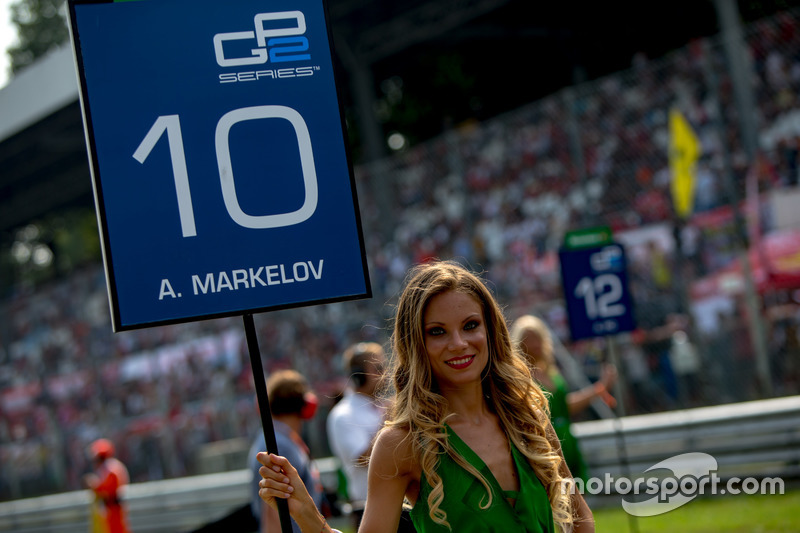 The grid girl of Artem Markelov, RUSSIAN TIME