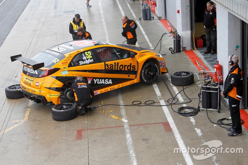 #52 Gordon Shedden, Halfords Yuasa Racing, Honda Civic Type R