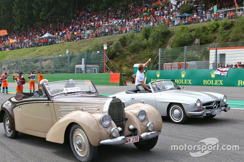 (Da sx a dx): Fernando Alonso, McLaren e Nico Rosberg, Mercedes AMG F1 nella sfilata dei piloti